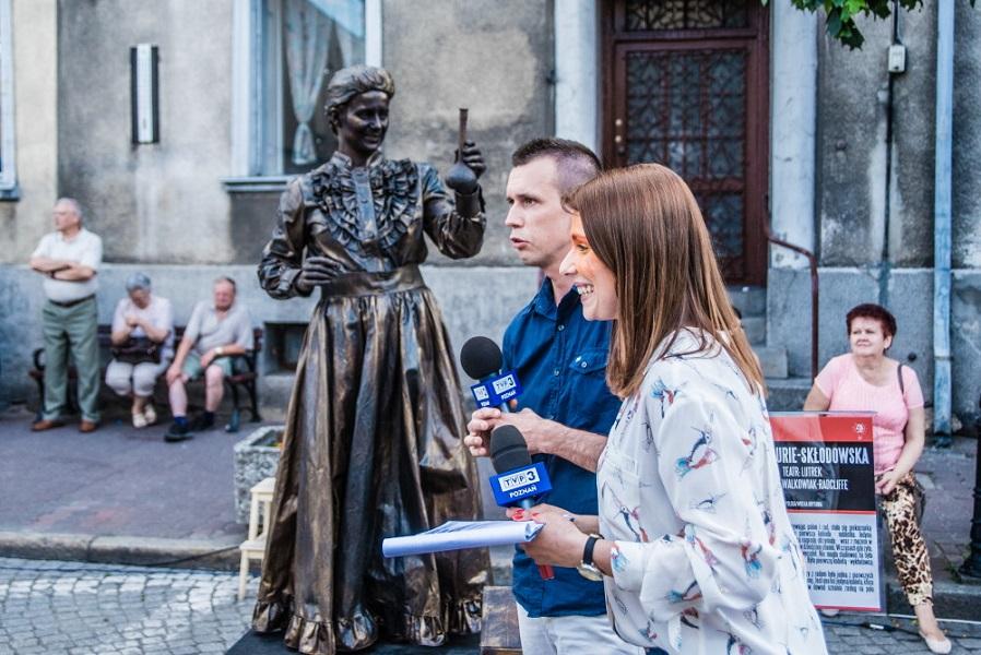 Marie curie levend standbeeld