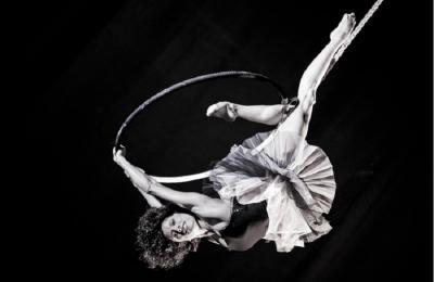 acrobatische hoepel act