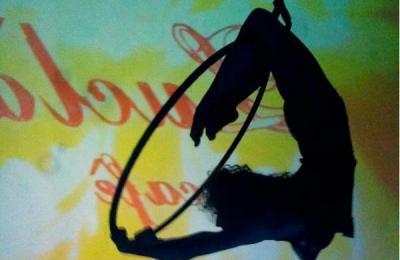 acrobatische  met hoepel