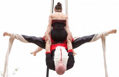 acrobatieke luchtvoorstelling